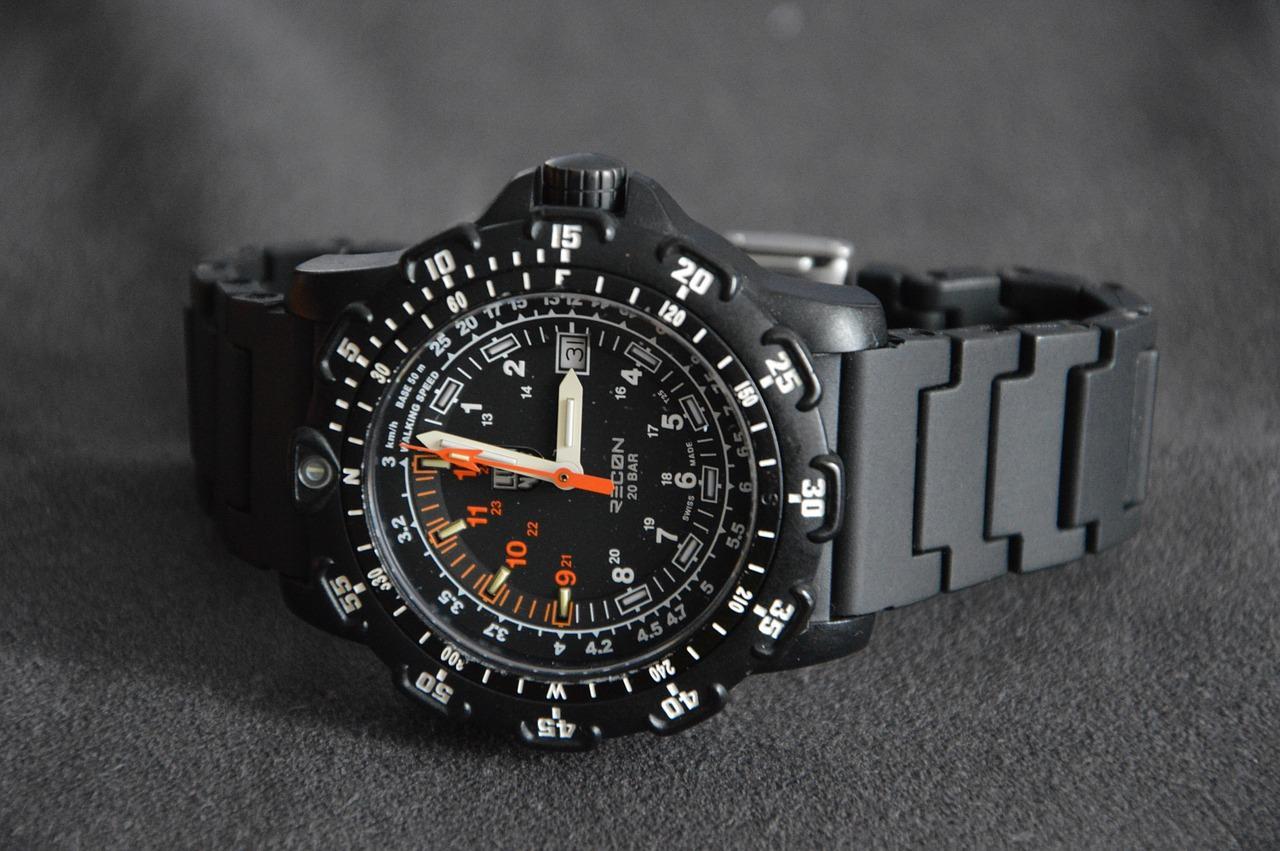 Lo smart watch tattico delle forze armate per i civili